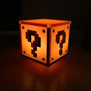 lampara-ambiental-con-forma-de-cubo-con-interrogante-super-mario-bros