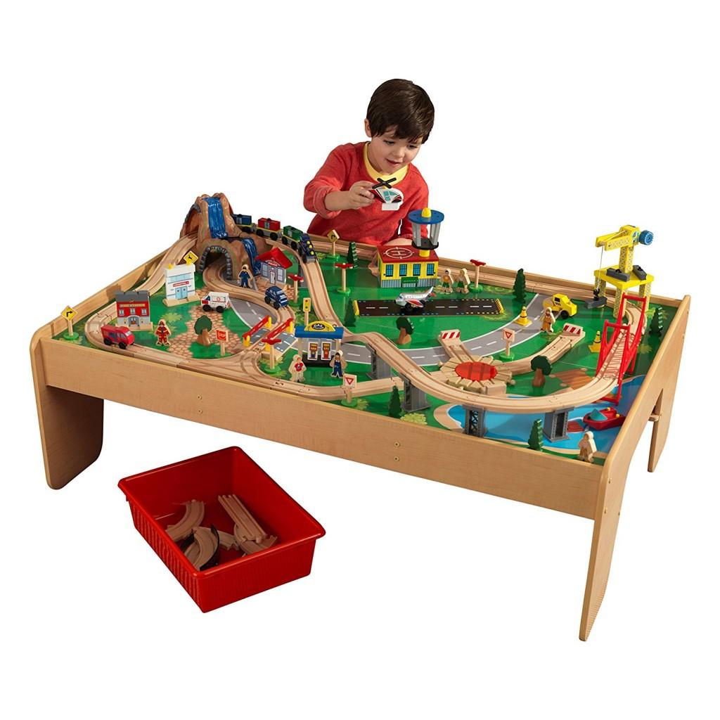 Circuito de tren de juguete con estrucutra de madera KidKraft 17850