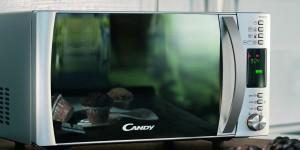 Microondas Candy CMG 25D CS puerta efecto espejo