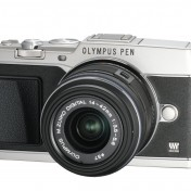 Cámara EVIL Olympus PEN E-P5 + 14-42mm II frontal