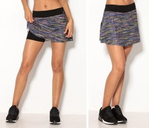 Minifalda deportiva con short incorporado con estampado multicolor