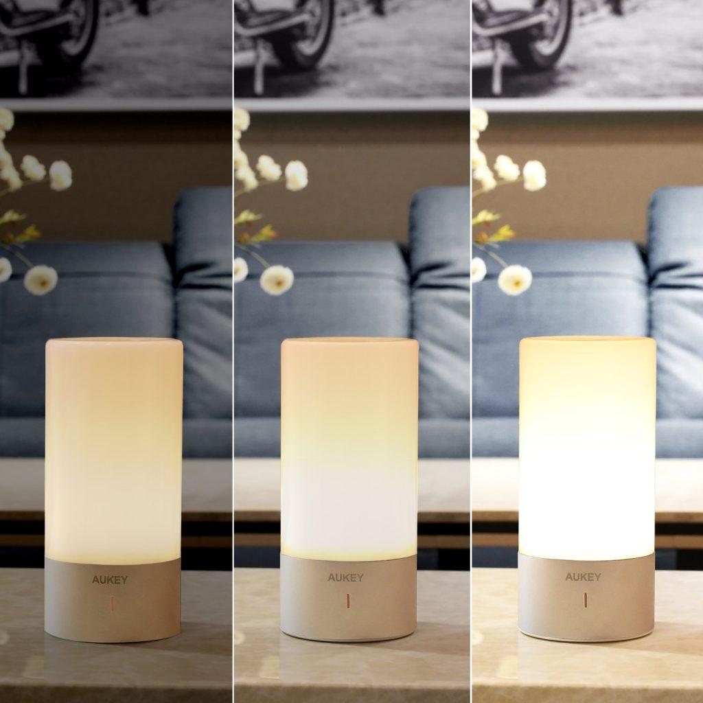 Lámpara LED de mesa Aukey LT-T6, tres intensidades de luz blanca